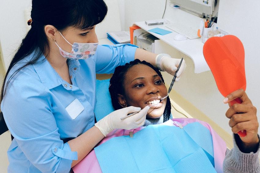 Erhalte gesunde Zähne durch eine Zahnprophylaxe