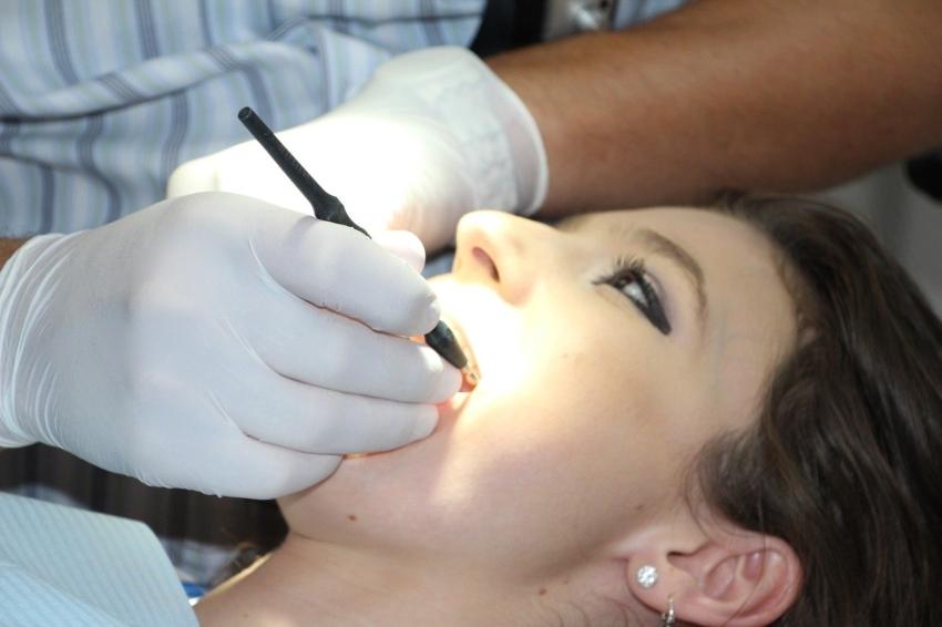 Zahnfleischbehandlung vom Zahnarzt