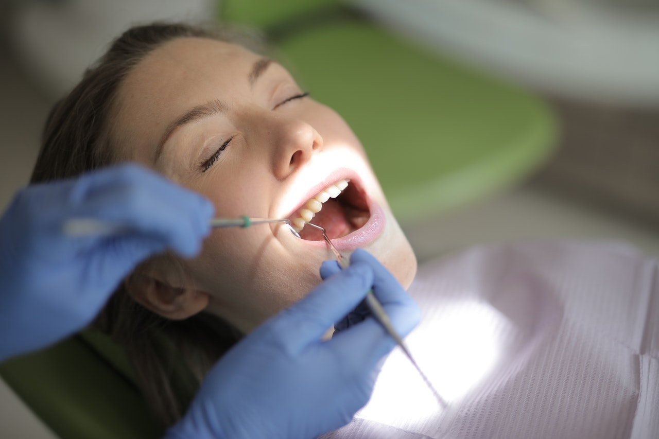 Die richtige Behandlung bei Zahnfleischerkrankungen